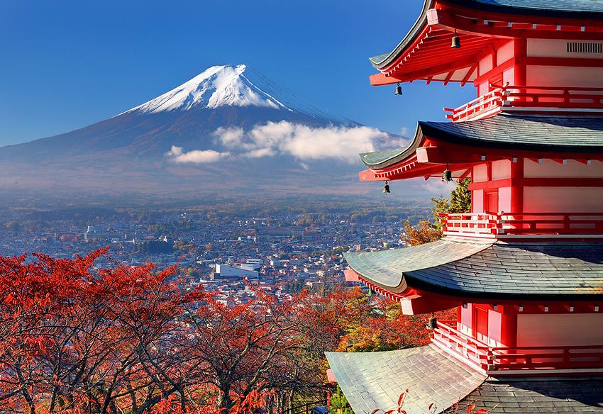 忠霊塔から見る富士山