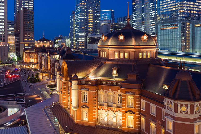 お洒落な東京駅。上はホテルになっている。