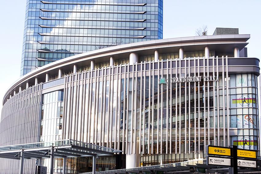 グランフロント大阪ではショッピングや食事が楽しめる