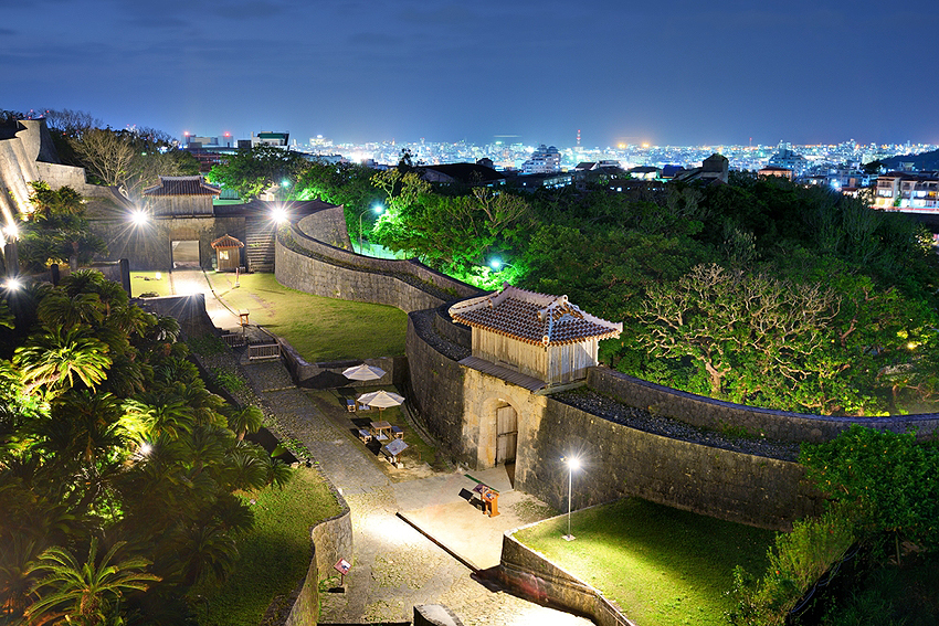 沖縄に来たらぜひ行っておきたい名所ですね。