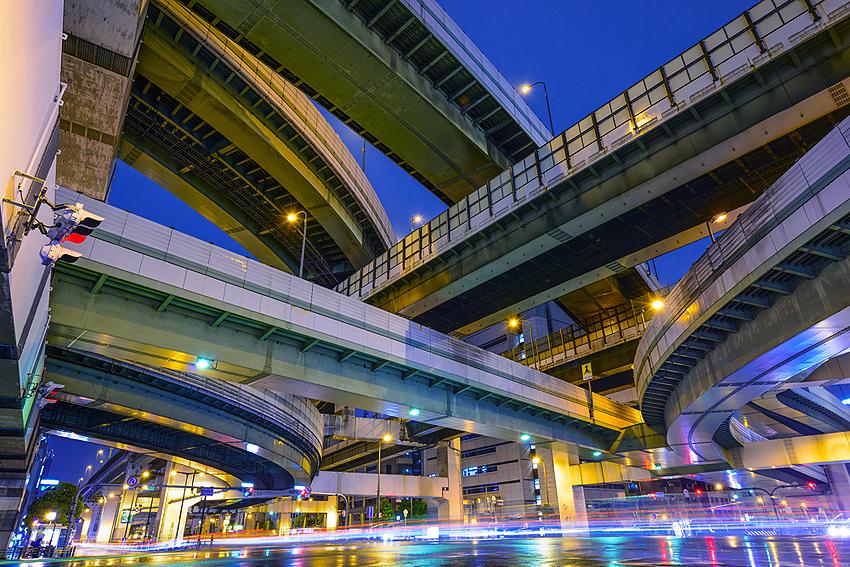 交差する阪神高速