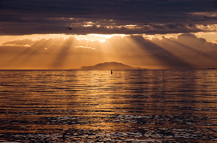 琵琶湖から眺める夕焼け