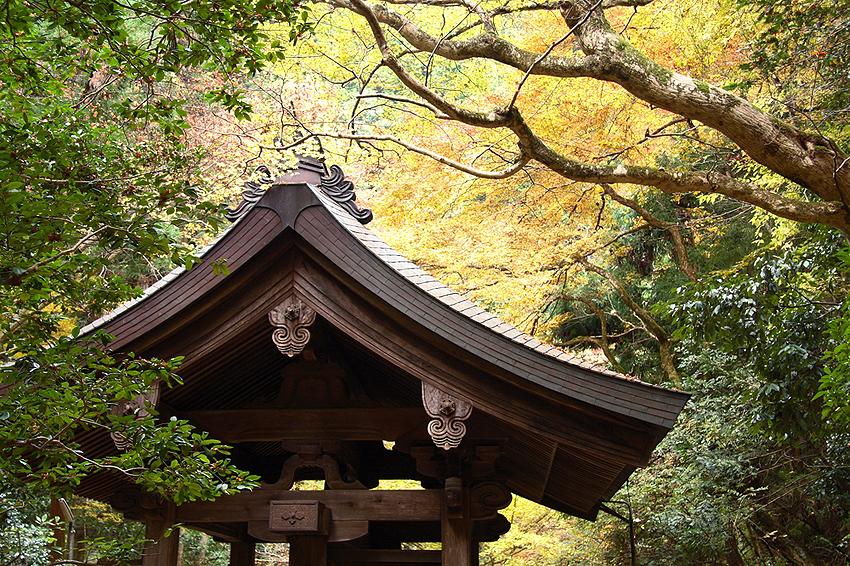 鞍馬寺は京都市北部の山中にある